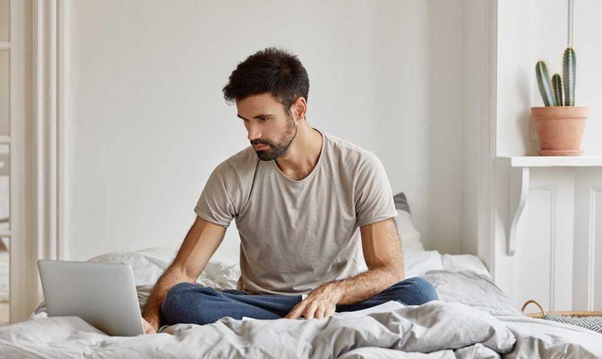 man freelancing as a blog writer